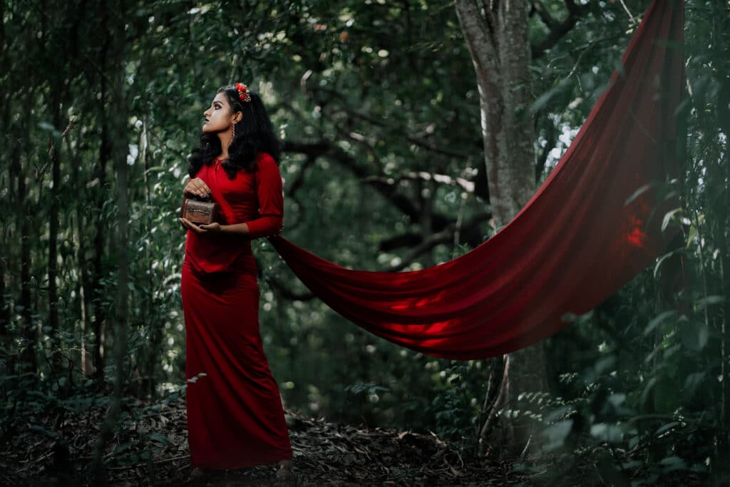 Most incredible red dresses from the pop culture